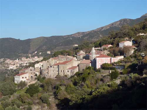 Vue panoramique du village de Costa en Corse